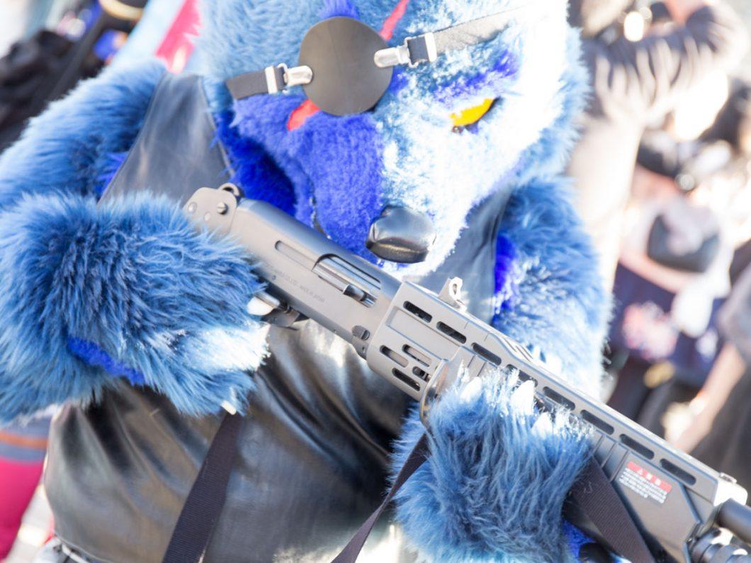 コミケC93 コスプレ 銃の持ち方