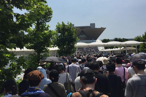 コミケC96-2日目 入場  <p>待機列 ビッグサイト大階段