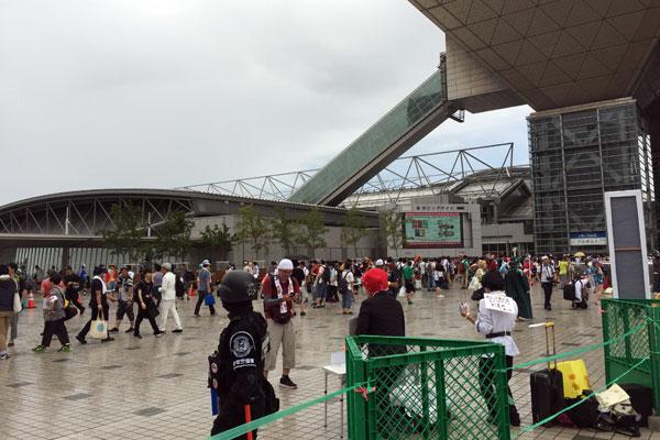 コミケC96-4日目 エントランス 雨のコスプレエリア