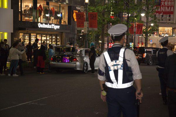 渋谷ハロウィン 警察官警備