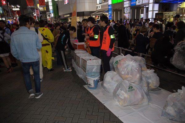 渋谷ハロウィン センター街 ゴミ箱設置