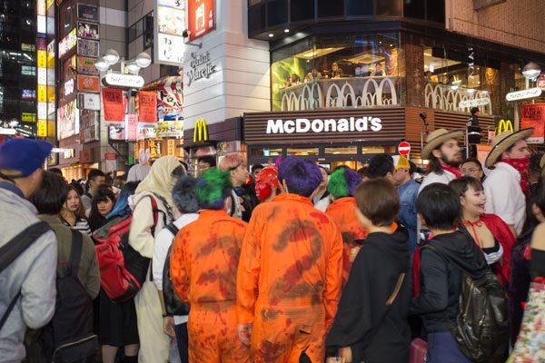 渋谷ハロウィン マクドナルド 混雑の様子